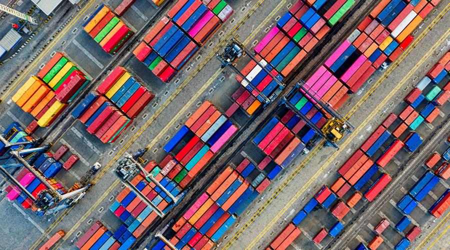 Fotos de conteineres para a matéria Importação têxtil diminui em junho